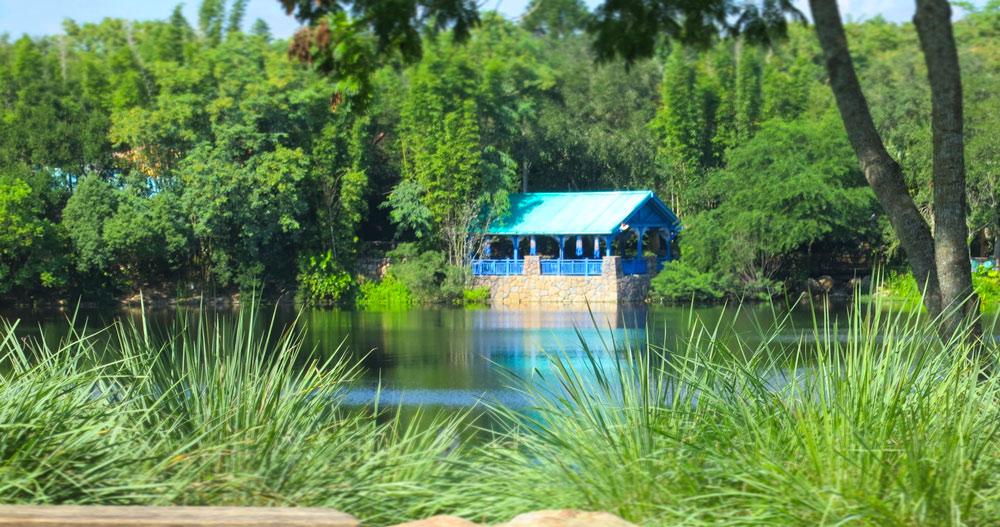 gazebo-on-lake-orlando