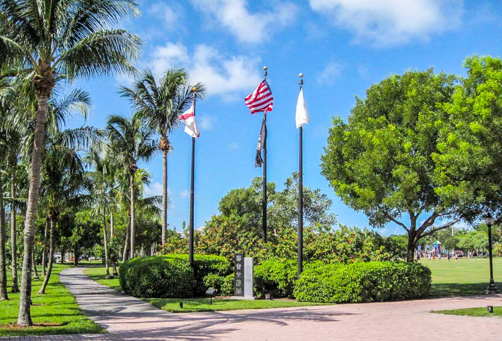 Key Biscayne Park, Memorial and Flags