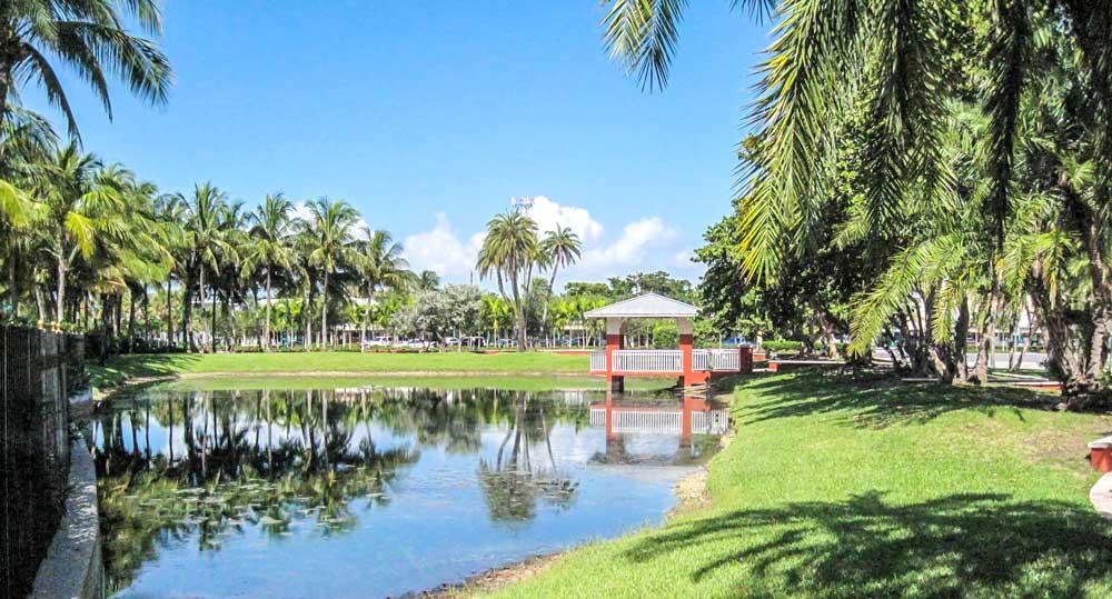 Park at corner of Ocean Club and Crandon Blvd Key Biscayne